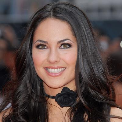 Qual vocês acham que a mulher mais bonita do mundo ? Barbara-Mori-Contact-Information